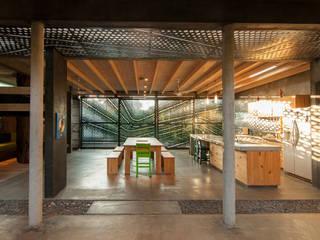 Pool Haus mit Aussen Küche Moderne Küchen von Ecologic City Garden - Paul Marie Creation Modern