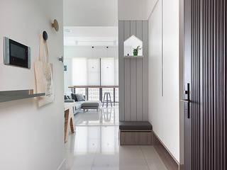 Corridor & hallway by 倍果設計有限公司