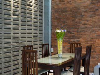 Ruang Makan:   by CV Andyrahman Architect