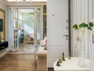 Couloir, entrée, escaliers classiques par Студия Инстильер | Studio Instilier Classique
