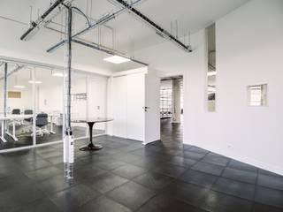 Complesso d'uffici in stile industrial di Fabrice Commercon Industrial