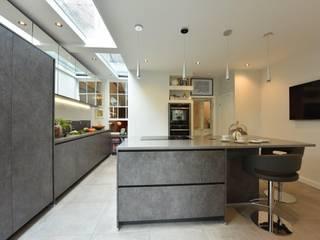 Mr & Mrs Fairhurst:  Kitchen by Diane Berry Kitchens