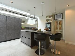 Mr & Mrs Fairhurst:  Built-in kitchens by Diane Berry Kitchens