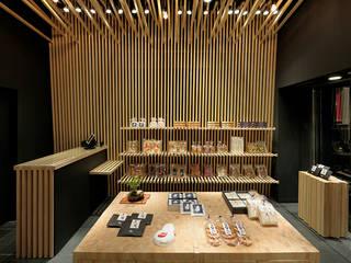 山香煎餅本舗 銀座店 アジア風商業空間 の 稲山貴則 建築設計事務所 和風