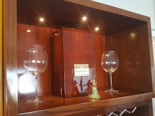 Mueble de Bar:  de estilo  por B+ Studio