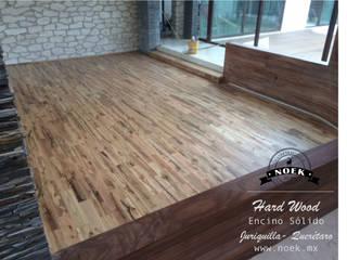 Piso de madera de ENCINO: Salas de estilo  por Noek Pisos de Madera y Carpintería