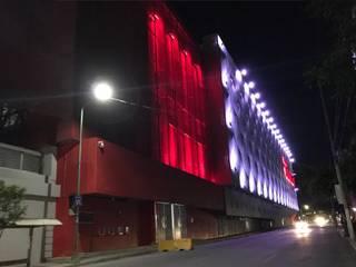 ESTADIO NEMESIO DIEZ || FACHADAS: Estadios de estilo  por DESIGNLUX