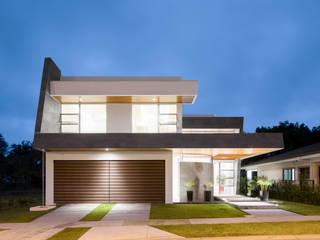 Fachada Principal: Casas de estilo  de J-M arquitectura