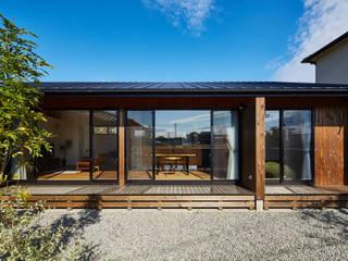 和モダンの家: 梶浦博昭環境建築設計事務所が手掛けた庭です。