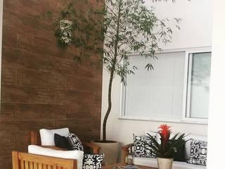 Balcon, Veranda & Terrasse modernes par Carla Monteiro Arquitetura e Interiores Moderne