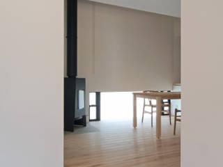 明日香の家: アトリエモノゴト 一級建築士事務所が手掛けたダイニングです。,