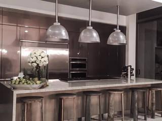 VILLAVICENCIO: Cocinas integrales de estilo  por D Interior