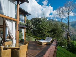 Casa na montanha.: Terraços  por Giselle Wanderley arquitetura
