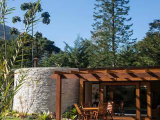 Garajes y galpones de estilo  por Giselle Wanderley arquitetura, Moderno