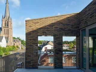 Balkon:   door [delacourt][vanbeek]