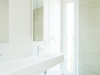 Modern bathroom by Casas inHAUS Modern