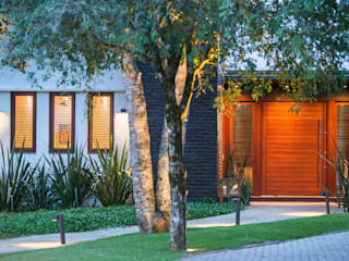 Casas de estilo minimalista de Lineastudio Arquiteturas Minimalista