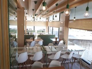 Sala de jantar - ANNA´S: Espaços de restauração  por Linha D´Obra - construção e remodelação de interiores, Lda