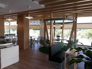Baloiço interior  - ANNA´S: Espaços de restauração  por Linha D´Obra - construção e remodelação de interiores, Lda