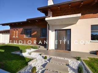 Villa Moderna e di Design by Studio Randetti: Case in stile  di STUDIO RANDETTI - PROGETTAZIONE E DESIGN