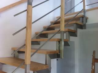 Roble Modern corridor, hallway & stairs Wood