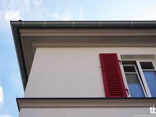 Sanierung eines Reihenendhauses Klassische Häuser von tbia - Thomas Bieber InnenArchitekten Klassisch