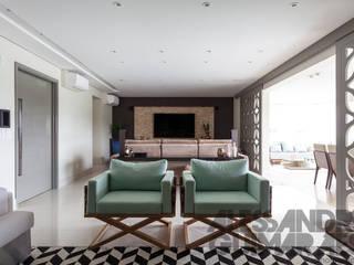SALAS INTEGRADAS: HOME-ESTAR-JANTAR-VARANDA: Salas de estar  por MC3 ARQUITETURA . PAISAGISMO . INTERIORES,Moderno