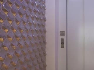 HALL SOCIAL CONTEMPORÂNEO : Corredores e halls de entrada  por MC3 ARQUITETURA . PAISAGISMO . INTERIORES,Minimalista