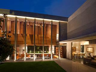 Casas  por Serrano Monjaraz Arquitectos,