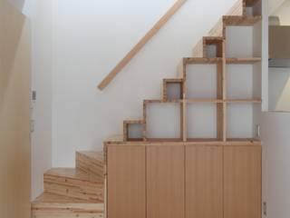 大津の住宅 ミニマルスタイルの 玄関&廊下&階段 の 奥村幸司建築設計室 ミニマル