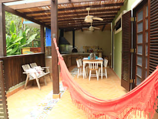 VN Arquitetura Tropical style balcony, veranda & terrace Wood