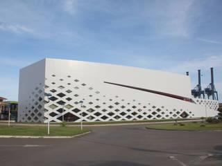 Portonave AUDITORIUM in Brasile: Finestre in stile  di Schiavello Architects Office