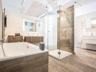 Scandinavian style bathrooms by FHM Fliesenhaus München GmbH Scandinavian