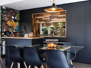Modern dining room by estudio M Modern