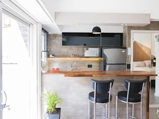 Kitchen by estudio  M,
