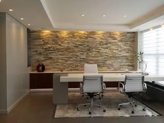 Oficinas de estilo  por Estudio Palombo