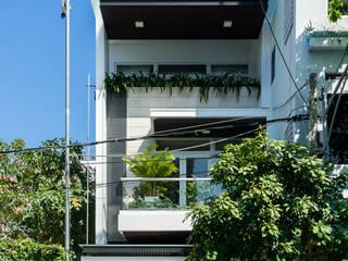 Biệt thự phố Mrs. Thúy Nga. Đường Lê Đại Hành. Nhiếp ảnh: Quang Dam:  Nhà by Cty TNHH MTV Kiến trúc, Xây dựng Phạm Phú & Cộng sự - P+P Architects