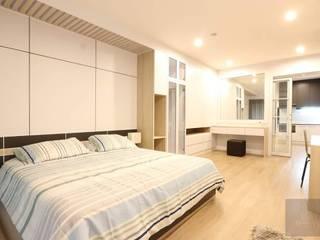 แปลงโฉมห้องเก่า:   by BAANSOOK Design & Living Co., Ltd.