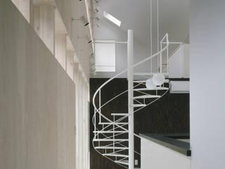 Hành lang, sảnh & cầu thang phong cách chiết trung bởi 前田篤伸建築都市設計事務所 Chiết trung