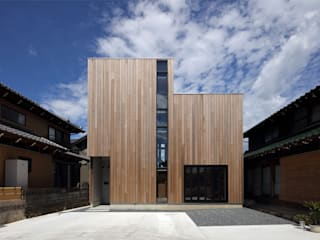 Wooden houses by 半谷彰英建築設計事務所/Akihide Hanya Architect & Associates, Rustic