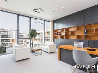 Jasne i wygodne biuro od ZAWICKA-ID Projektowanie wnętrz Nowoczesny