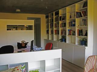 Ruang Keluarga oleh Paula Mariasch - Juana Grichener - Iris Grosserohde Arquitectura, Modern
