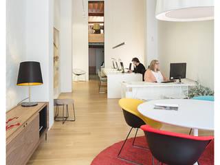 Estudio de arquitectura Volta_: Estudios y despachos de estilo  de AGUSTIN DAVID PHOTOGRAPHY, Minimalista