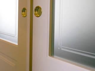 CASA BEIGE | APPARTAMENTO: Porte scorrevoli in stile  di ADIdesign*  studio
