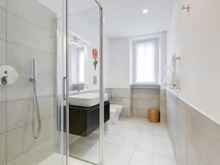 Modern bathroom by Luca Tranquilli - Fotografo Modern