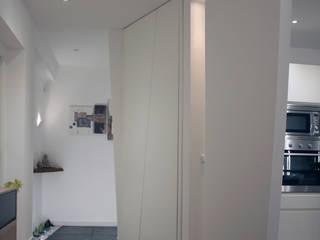 Minimalistischer Flur, Diele & Treppenhaus von A2pa Minimalistisch