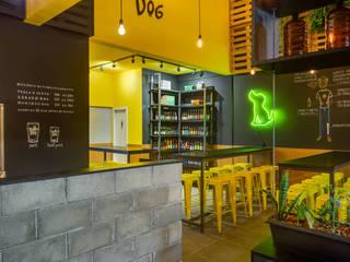 BEER STORE Estúdio Pantarolli Miranda - Arquitetura, Design e Arte Bares e clubes industriais Concreto Amarelo