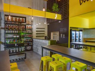 BEER STORE Estúdio Pantarolli Miranda - Arquitetura, Design e Arte Bares e clubes industriais Metal Amarelo