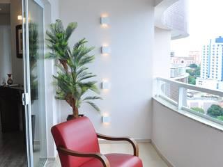 Apartamento Masculino Varandas, alpendres e terraços ecléticos por MARCIA EBERT ARQUITETURA E INTERIORES Eclético