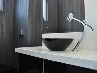 Apartamento Masculino Banheiros modernos por MARCIA EBERT ARQUITETURA E INTERIORES Moderno